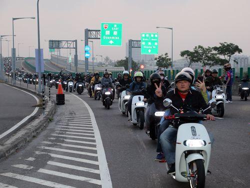 電動バイクの大群