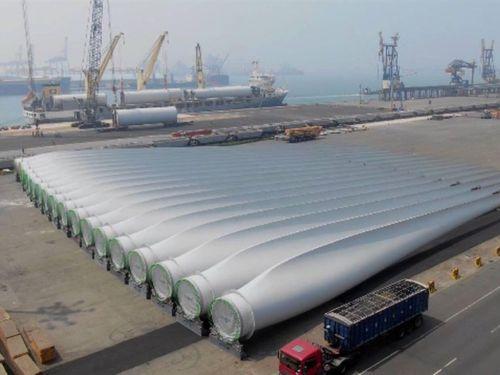 洋上に設置される風車の数々=蔡英文総統のフェイスブックページより