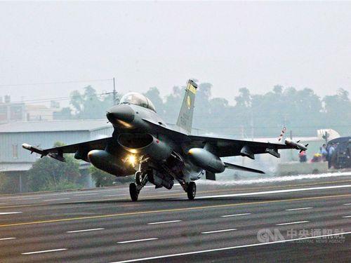 台湾の空軍が保有するF16戦闘機=資料写真