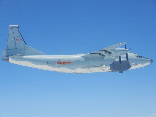 中国軍のY8電子戦機=資料写真、国防部提供