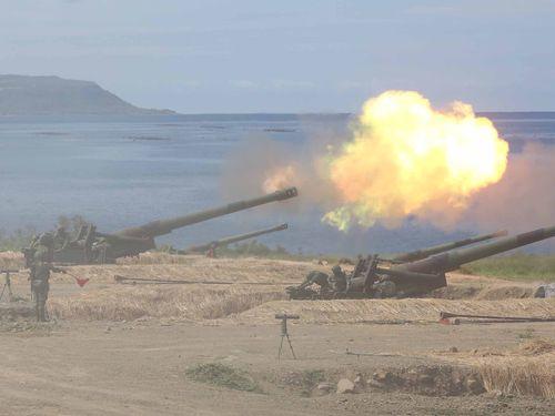 中国軍上陸阻止の実弾演習の様子