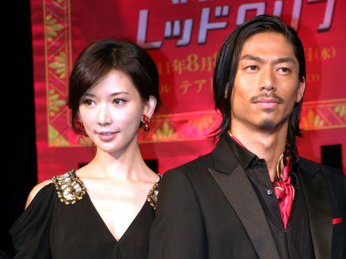舞台「レッドクリフ~愛~」で共演したリン・チーリン(左)とEXILE AKIRA