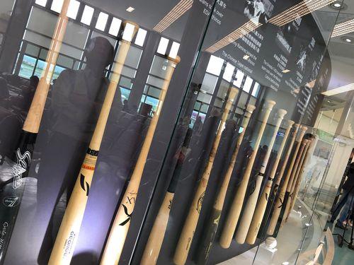 桃園空港の待合室で開催される台湾プロ野球30周年を振り返るテーマ展