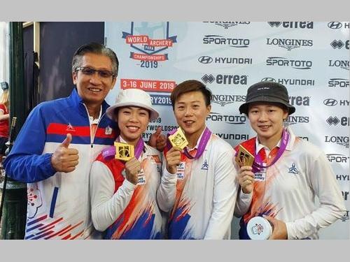 アーチェリー世界選手権の女子リカーブ団体で優勝した台湾代表のメンバーら=倪大智さん提供