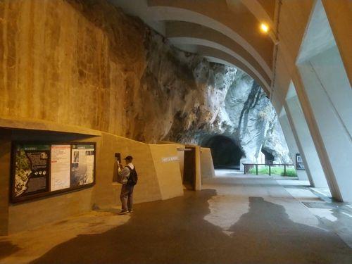 景勝地・太魯閣渓谷の九曲洞遊歩道=太魯閣国家公園管理処提供