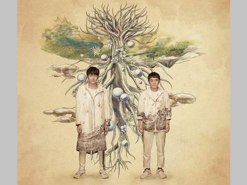 ゆずの北川悠仁(左)と岩沢厚治=台湾テレビ提供