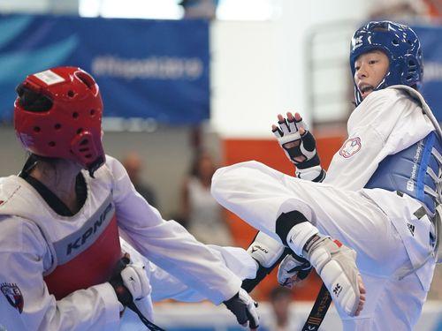 テコンドー女子57キロ級で準優勝した陳宥庄(右)=中華民国大学スポーツ総会提供