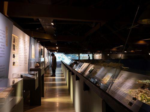 「NIPPONからTAIWANへ:鉄道の夜明け-鉄道博物館交流展」会場の一角=高雄市立歴史博物館提供