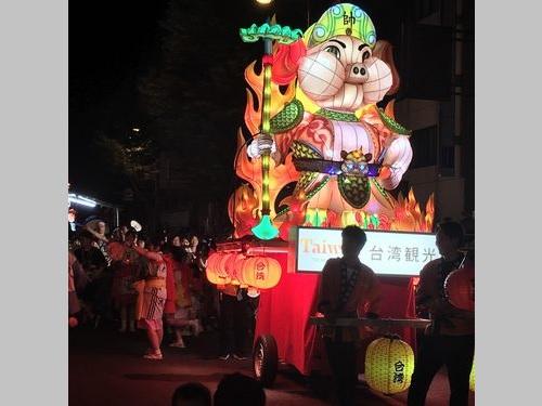 青森ねぶた祭に登場した台湾ランタン「火炎戦猪-天蓬元帥」=交通部観光局提供