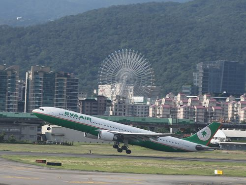 ストの影響でエバー航空の4~6月期、 営業利益52.2%減37億円