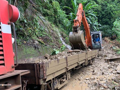 地震と大雨で一部損壊した阿里山林業鉄路本線=阿里山林業鉄路・文化資産管理処提供
