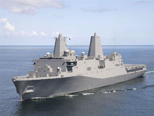 米海軍のサン・アントニオ級ドック型輸送揚陸艦USSグリーンベイ(LPD-20)=ウィキメディアコモンズから