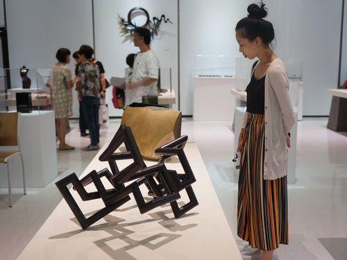 国際フォーラムの関連イベントとして開かれる漆芸展=台湾工芸研究発展センター提供