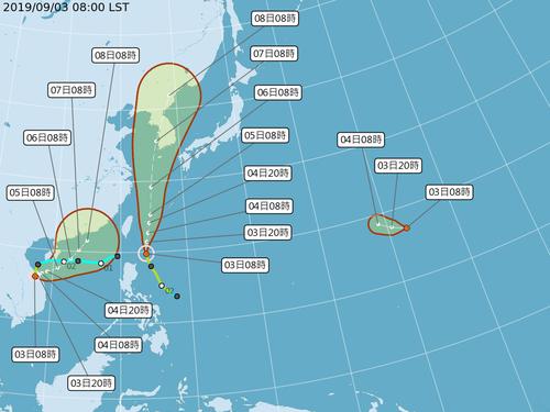 台風予想進路図。左は台風14号、中央は同13号=中央気象局提供