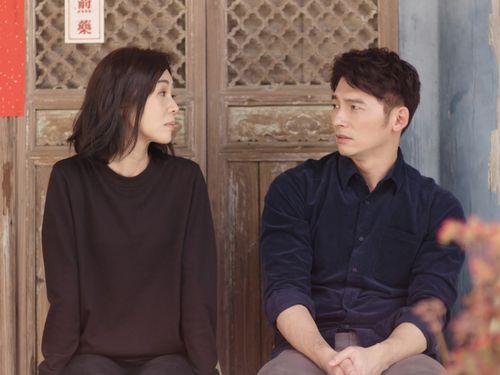 「俗女養成記」の劇中写真。左は主演のシエ・インシュエン=中華テレビ提供