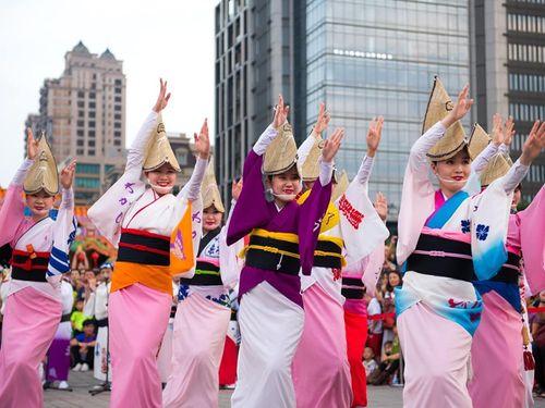 「土地公国際民俗芸術節」で披露された徳島の阿波踊り=鄭文燦桃園市長のフェイスブックページより