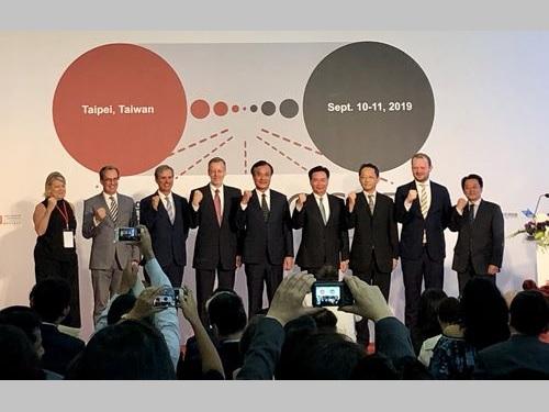 国際ワークショップの開会式に出席した蘇嘉全立法院長(左から5人目)