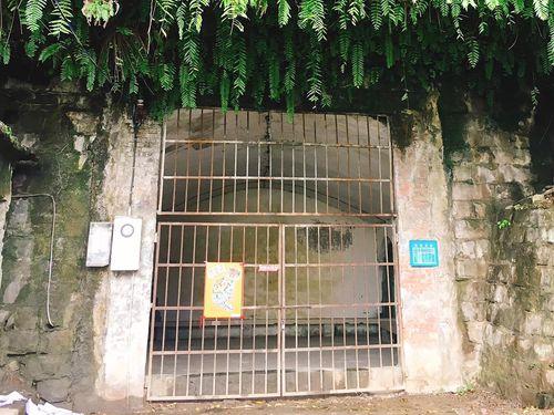 日本統治時代から残る基隆市内の防空壕=同市文化局提供