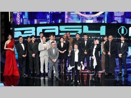 「第54回ゴールデン・ベル・アワード」授賞式でステージに立つ「悪との距離」チーム
