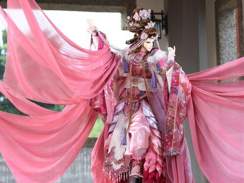 桜をモチーフに特別に制作したポテヒ人形=厳仁鴻さん提供