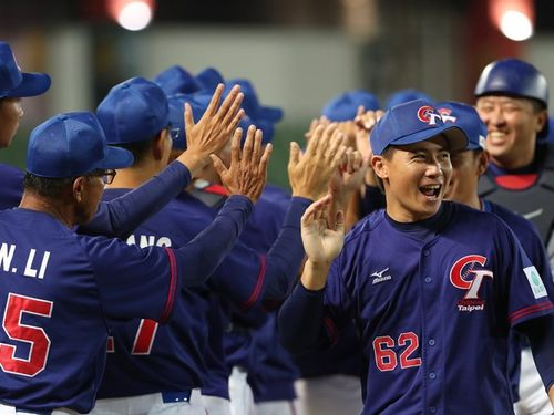 10対2で中国を下した台湾の代表チーム=野球のアジア選手権