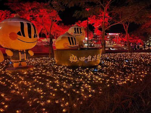 四重渓温泉公園のイルミネーション=屏東県政府提供
