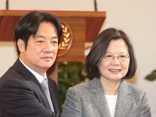 蔡総統(右)と頼氏=2019年1月、台北