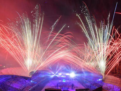 ユニバ閉幕 台北の夜空を染める閉会式の花火