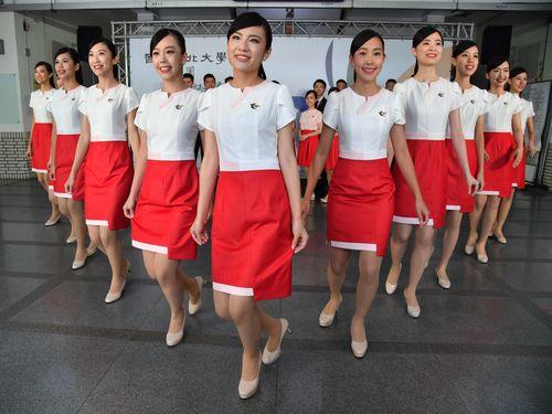 国慶節祝賀式典でのエスコートは私たちにお任せ!台北大学の美女たち