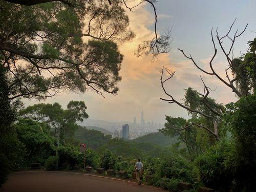 秋色に染まる台北の風景をどうぞ