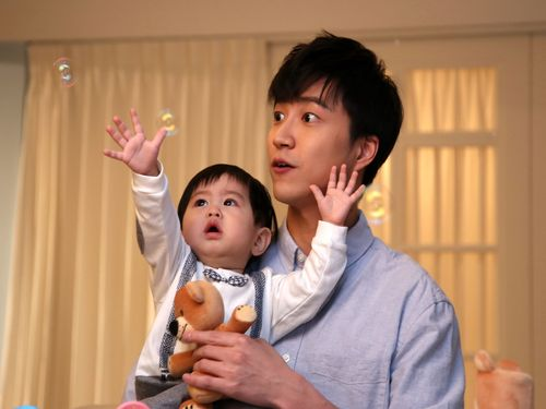 卓球の江宏傑選手、ベビー用品の広告モデルに