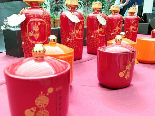 台湾ランタンフェスティバル記念コーリャン酒がお披露目