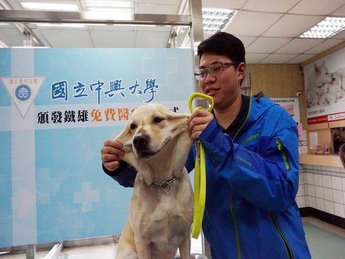 被災地でけがをした災害救助犬「鉄雄」、元気になった「ワン」