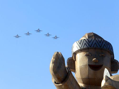 台湾ランタンフェス開幕間近 初参加のF16も予行演習