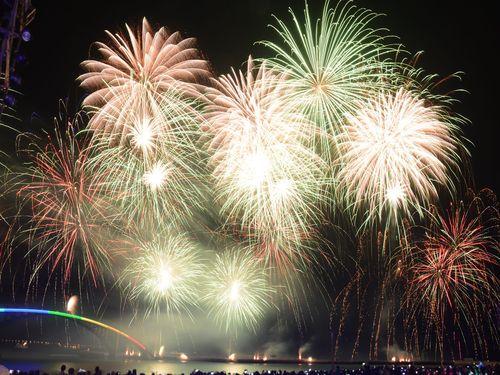 離島・澎湖の夜空を埋め尽くす美しい花火