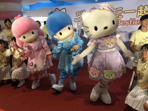 桃園国際空港にハローキティやキキララが登場 親子連れ大喜び