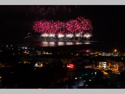 東部・花蓮港で国慶節祝う花火の試し打ち 約2000発が夜空彩る