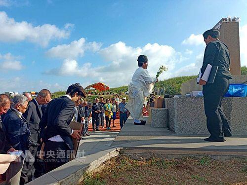 軍艦「松島」沈没から110年 日本の訪問団が台湾の慰霊碑を参拝