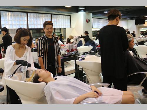 日本人美容師、台湾で大学生らと交流 ヘアカットのボランティアも