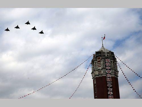 国慶節近づく 空軍が祝賀飛行のリハーサル