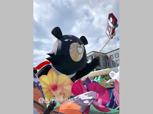 国慶節のパレードを彩るフロート車がお披露目