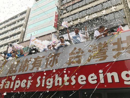 国慶節の祝賀パレード ジャカルタ・アジア大会を支えた縁の下の力持ちにも歓呼の声