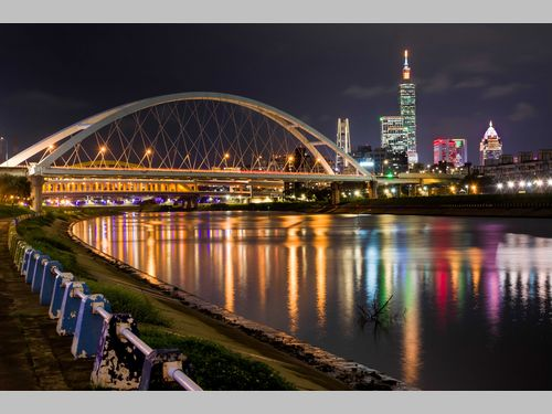 元日恒例の台北101花火ショー 台北市一押しの鑑賞スポットはここ!