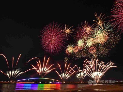 離島・澎湖の花火フェス 今年はドローンによる光のショーも