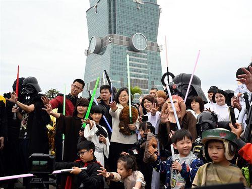 「スター・ウォーズの日」イベントに蔡英文総統がサプライズ登場