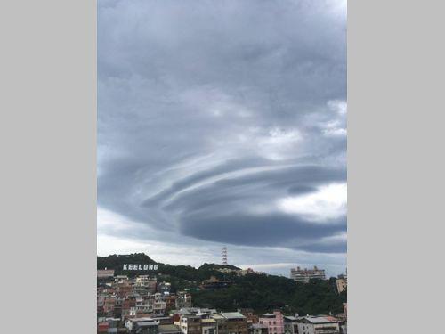 北部・基隆市にUFOのような雲が出現 まるで映画と話題に