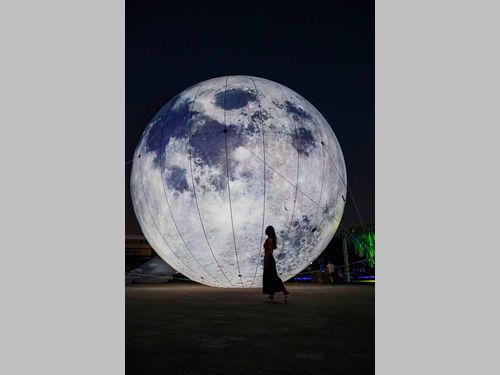 離島・澎湖に巨大なお月様