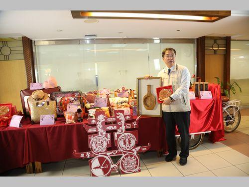 台南市、リン・チーリンさんに贈るユニークな「嫁入り道具」を公開