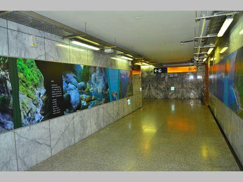 台湾鉄道・新城駅が展示館に? 景勝地タロコの美しさ伝えるパネル展示始まる