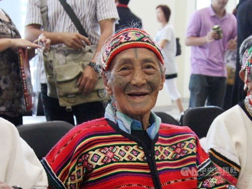 顔に入れ墨施した最後のタイヤル族女性が死去/台湾